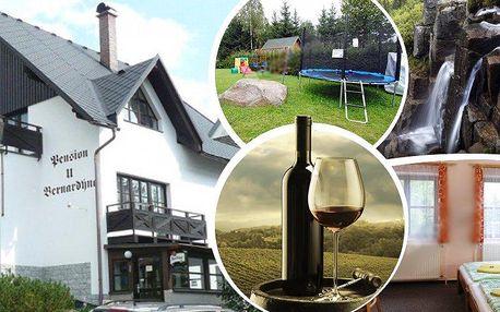 3 nebo rovnou 8 dní pro 2 se snídaní a lahví vína v pensionu u Bernardýna v Harrachově.