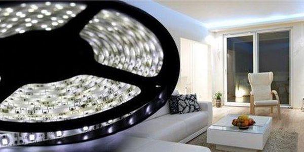 Svítící LED pásek do interiérů i exteriérů