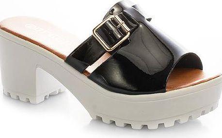 Pantofle na platformě MC01B