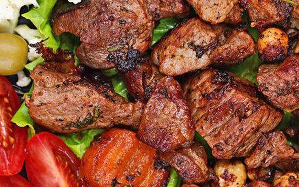 Výtečný Mix grill až pro 4 osoby s čerstvým salátem