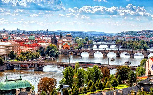 Až 5denní pobyt se snídaněmi a láhví vína v hotelu Venezia*** v Praze pro 2 osoby