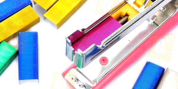 Barevné sponky do sešívačky - 4 barvy