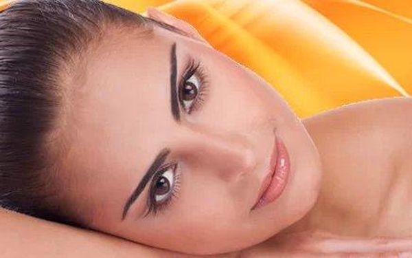 Kosmetické ošetření nebo korekce s barvením obočí a řas
