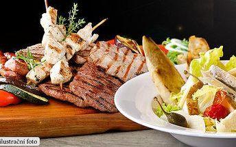 Slušná porcička grilovaného masa a Caesar salát