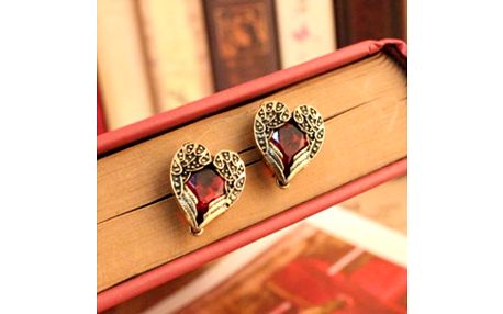 Srdcové náušnice s červeným kamenem