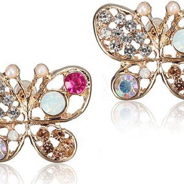 Náušnice ve tvaru motýlků zdobené barevnými kamínky