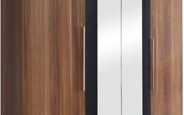 Moderní, prostorná šatní skříň