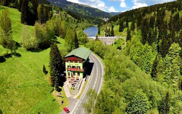 Až 8denní pobyt pro 2 s polopenzí a holemi na Nordic walking v hotelu Styl v Krkonoších
