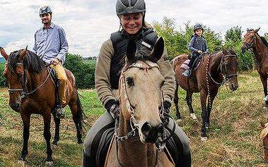 Vyjížďka na koni s jezdeckou školou Macek (1 hod.)