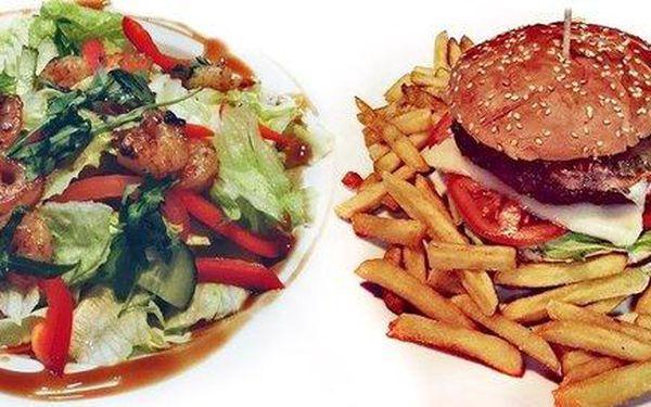 Krevety nebo místní speciální burger ve Vagon Kafe