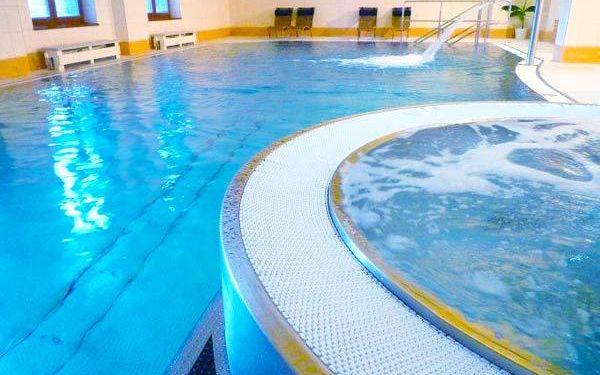 Neomezený bazén, wellness a polopenze pro dva v 4* hotelu Pod Kyčmolem