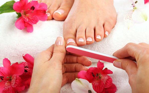 KOMPLETNÍ PEDIKÚRA! Koupel, vyleštění, zabroušení, masáž, odstranění kůžičky + možnost LAKOVÁNÍ!4