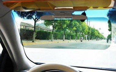 Clona do auta pro bezpečnou jízdu ve dne i v noci.