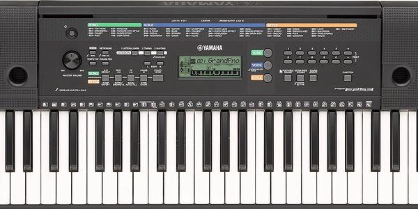 Klávesy bez dynamiky úhozu, 61 kláves Yamaha PSR-E253