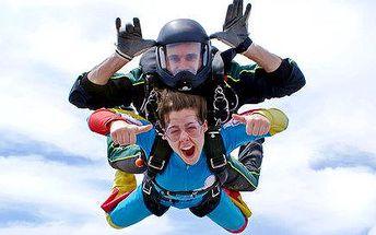 Adrenalin v oblacích – proleťte se letadlem a skočte