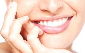 Profesionální bezbolestné LED bělení zubů ve studiu Lucie v Brně