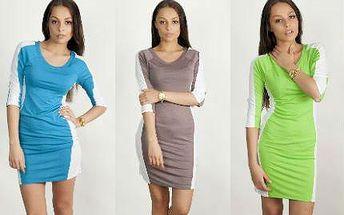 Pestré letní šaty se zeštíhlujícím střihem a rukávy
