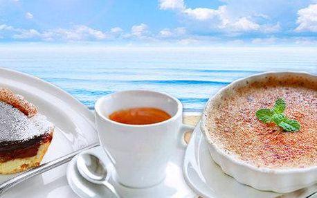 Tradiční francouzské dezerty a libovolná káva pro dva