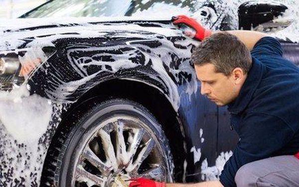 Ruční mytí + voskování vozidla