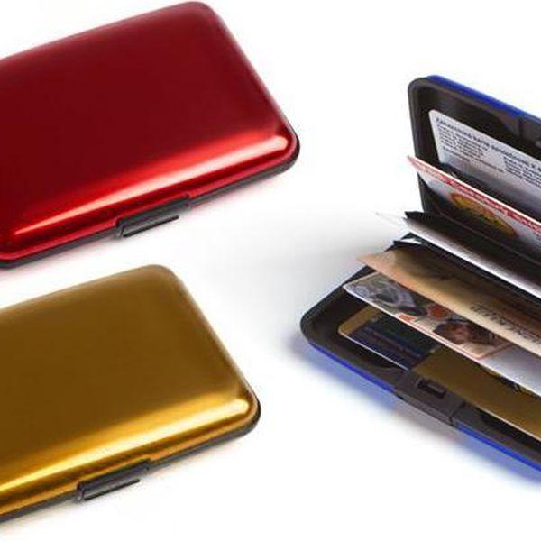 Praktické pouzdro na doklady a karty z odolného hliníku v několika barvách