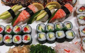 Sushi menu s polévkou a salátem