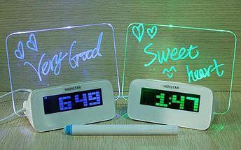 Budík se svítící plochou pro poznámky a USB rozbočovačem