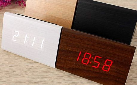 Designový digitální budík ze dřeva - trojúhelníkový tvar