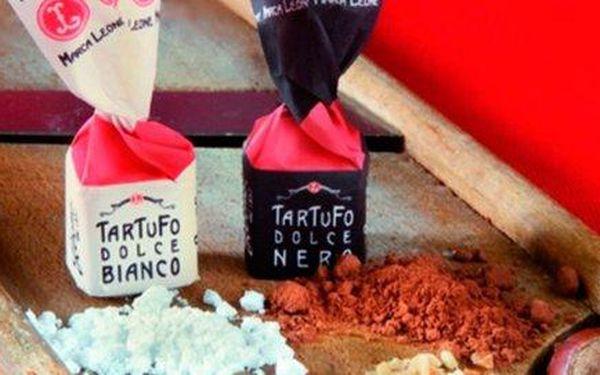 Lahodný černo-bílý mix italských čokoládových tartufo