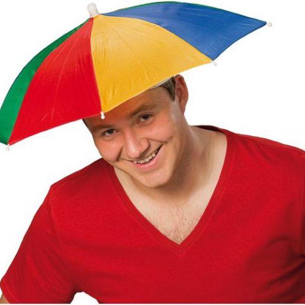 Originální ochrana před sluníčkem - deštník na hlavu!