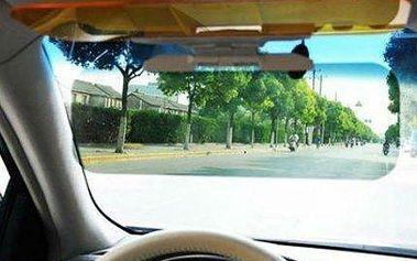 Bezpečná jízda: Clona do auta pro větší viditelnost