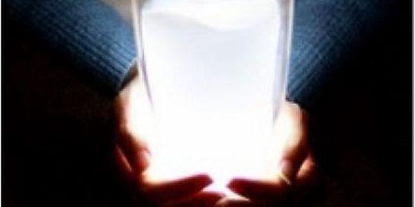 Originální sklenička nebo příjemné osvětlení? Mléčná svítící sklenička zvládne obojí!