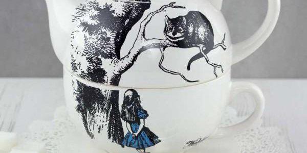 Šálek s konvičkou v jednom Alice in Wonderland!
