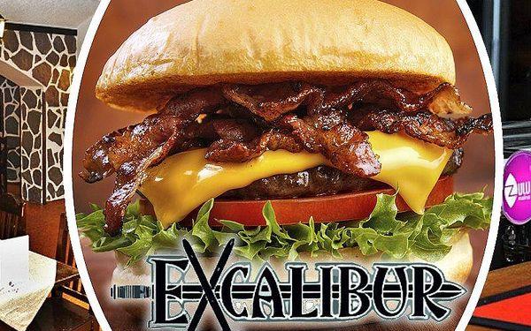 2x Excalibur mega bacon burger. Zážitek v podobě kvalitního jídla i pití v příjemném prostředí!!
