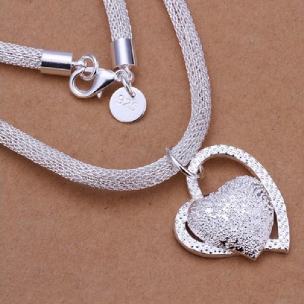 Náhrdelník s přívěskem ve tvaru srdce - stříbrná barva