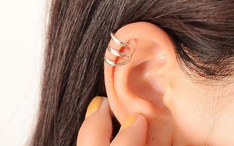 Šperk na ucho ve stříbrné barvě