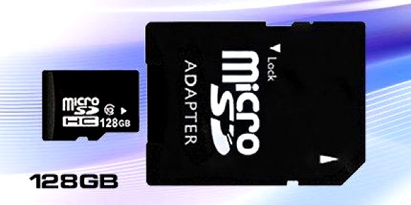 Micro SD HD karta s kapacitou 64GB nebo 128 GB a adaptérem.
