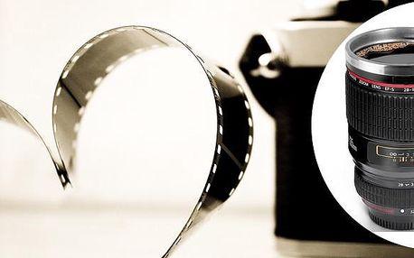Šálek ve tvaru objektivu