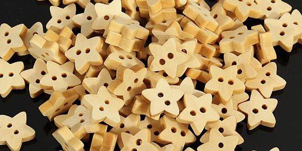 Balení 100 ks dřevěných knoflíků ve tvaru hvězdičky