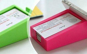Multifunkční držák na telefon nebo na drobné přílušenstvís přihrádkou.Na výběr v různých barvách!