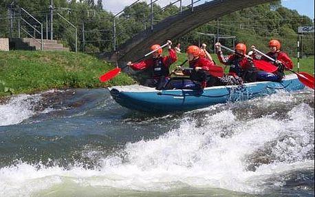 Vzrušující adrenalinový rafting v Liptovském Mikuláši zachycen náhlavní kamerou.