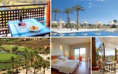 Golfový balíček zahrnuje 5-7 nocí v dvoulůžkovém pokoji, 5-7 dní neomezeného golfu, polopenzi, volný vstup do hotelových lázní a internet.