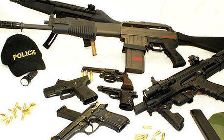Akční střelba z až 13 zbraní a 103 náboji