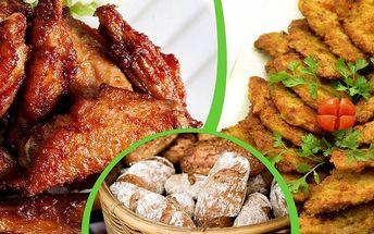 1 kg grilovaných kuřecích křidélek a 1 kg šťavnatých řízečků s pečivem a okurkou!