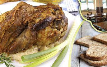 Pečené vepřové koleno - 1200g měkoučkého masa s chlebem, křenem, hořčicí a kozími rohy.