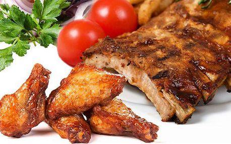 Pekáč plný 2,5 kg masa se zeleninou a pečivem v Praze v restauraci Osudová přitažlivost