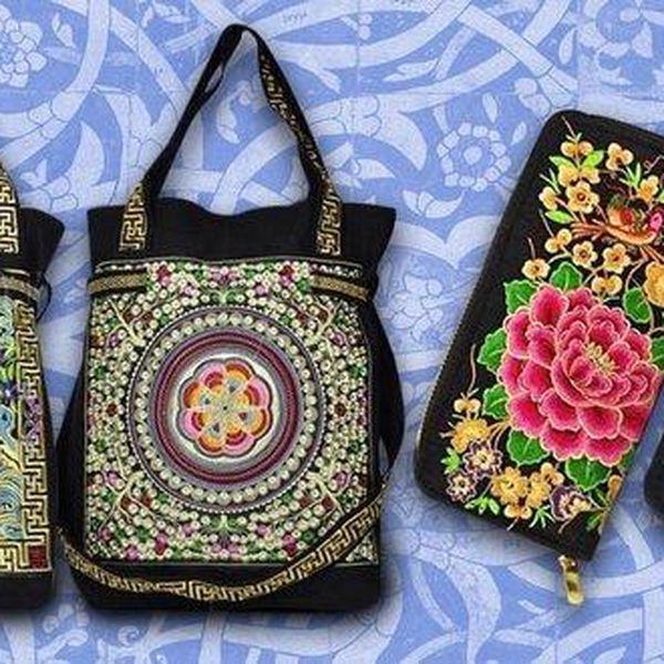 Vyšívané látkové kabelky a peněženky