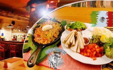 KUŘECÍ FAJITAS: 200 g grilovaného masa + velký talíř příloh! Menu pro 2 až 3 osoby v El Pueblo v centru Prahy!