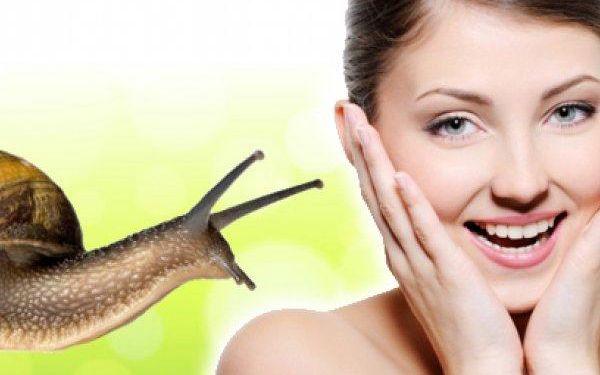 Ultrazvukové čištění pleti se zklidňující maskou nebo s hlemýždím sérem v délce trvání 20-30 minut.