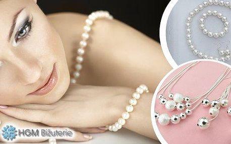 Elegantní dámské sety, které skvěle doplní a oživí Váš outfit! Klasika v podobě perlového náhrdelníku, náramku a náušnic nebo nápaditý trojřadý náhrdelník zdobený stříbrnými kuličkami s visacími náušnicemi. Zkrátka skvělá nabídky pro ženy všech věkových k