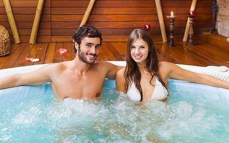 Luxusní relax ve vířivce včetně klasické masáže celého těla pro pár